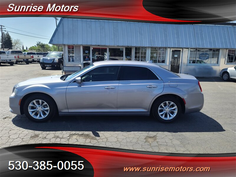 2015 Chrysler 300 Series Limited photo