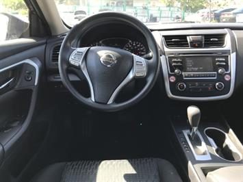 2016 Nissan Altima 2.5 - Photo 11 - Honolulu, HI 96818