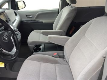 2015 Toyota Sienna LE 8-Passenger - Photo 23 - Honolulu, HI 96818