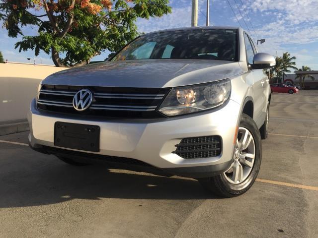 The 2013 Volkswagen Tiguan S photos
