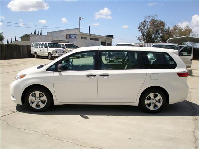 2016 Toyota Sienna L - Photo 7 - Spring Valley, CA 91977