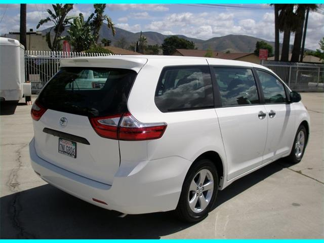 2016 Toyota Sienna L - Photo 6 - Spring Valley, CA 91977