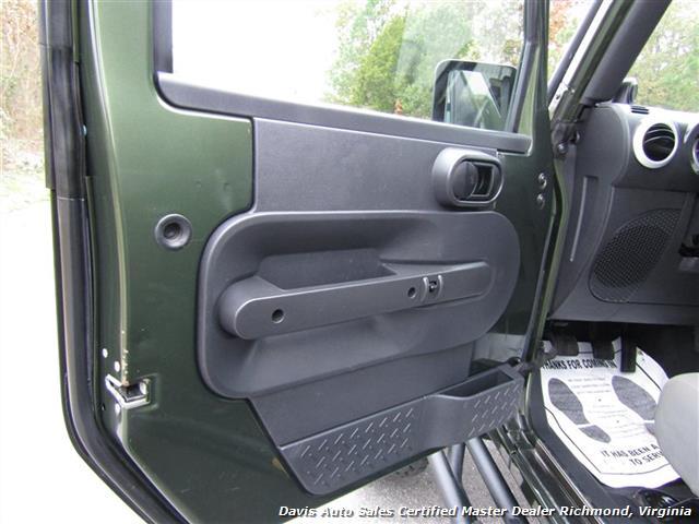 2008 Jeep Wrangler Unlimited Sahara Lifted 6 Speed Manual 4X4 Loaded - Photo 19 - Richmond, VA 23237
