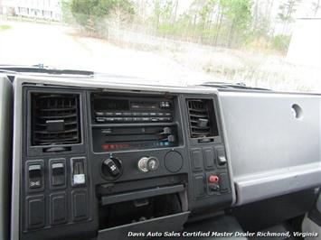 1995 Ford F700 CF7000 Cargo Series Diesel Roll Up 24 Foot Box Truck Van - Photo 8 - Richmond, VA 23237