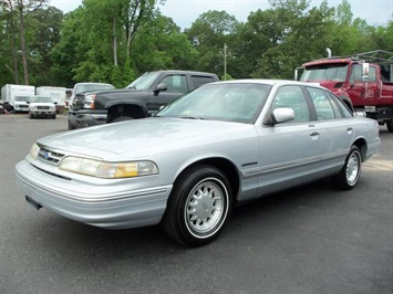 1995 Ford Crown Victoria LX Sedan
