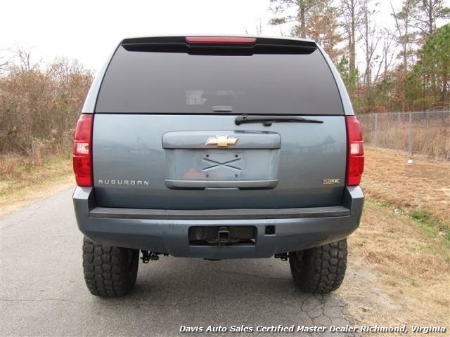 2008 Chevrolet Suburban LT 1500 Lifted 4X4 Loaded - Photo 11 - Richmond, VA 23237