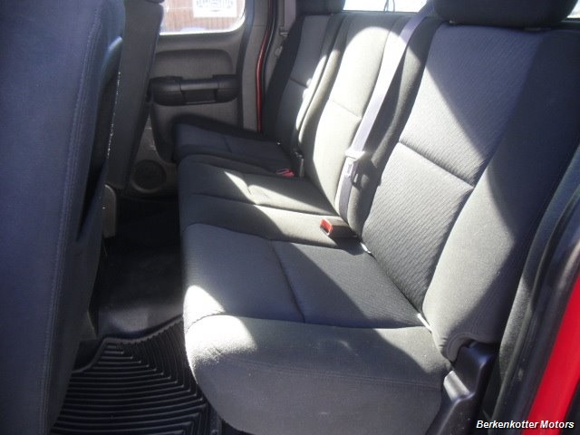 2011 GMC Sierra 2500 SLE Extended Cab 4x4 - Photo 29 - Brighton, CO 80603
