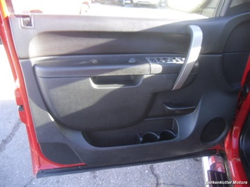 2011 GMC Sierra 2500 SLE Extended Cab 4x4 - Photo 23 - Brighton, CO 80603