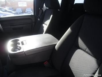 2011 GMC Sierra 2500 SLE Extended Cab 4x4 - Photo 27 - Brighton, CO 80603
