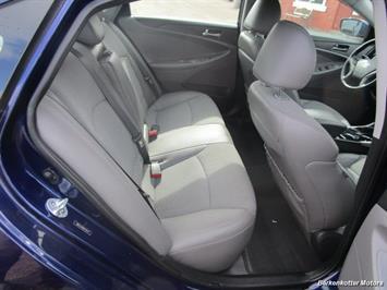 2013 Hyundai Sonata SE - Photo 32 - Castle Rock, CO 80104