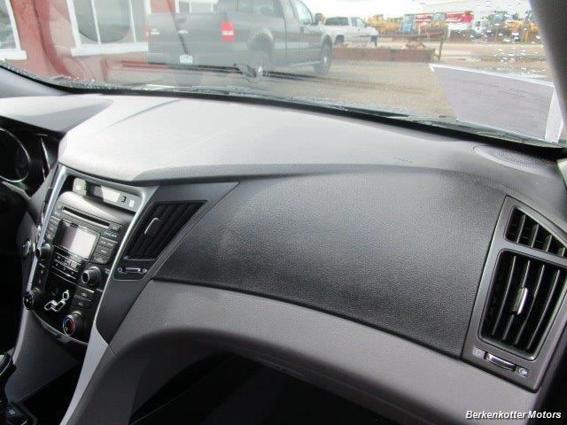 2013 Hyundai Sonata SE - Photo 29 - Castle Rock, CO 80104