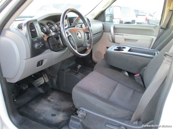 2014 Chevrolet Silverado 3500 Crew Cab 4x4 - Photo 25 - Brighton, CO 80603