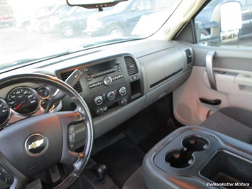 2014 Chevrolet Silverado 3500 Crew Cab 4x4 - Photo 27 - Brighton, CO 80603