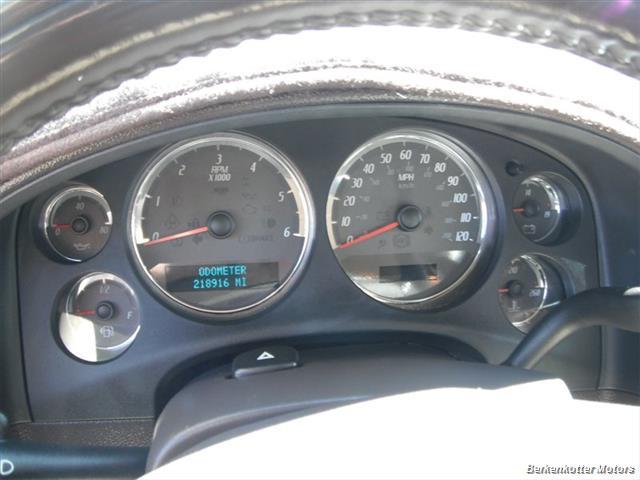 2007 GMC Yukon XL Denali AWD - Photo 17 - Brighton, CO 80603