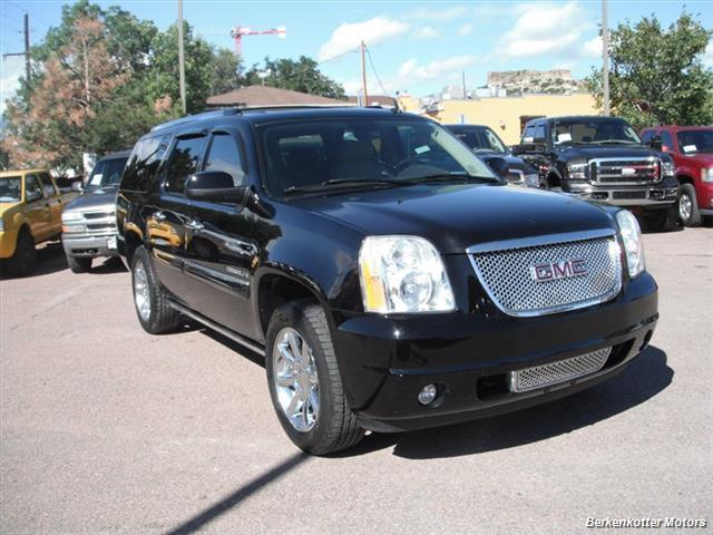 2007 GMC Yukon XL Denali AWD - Photo 1 - Brighton, CO 80603