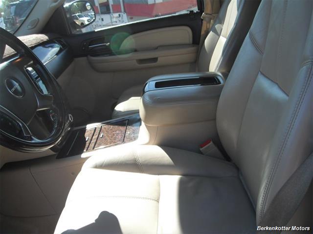 2007 GMC Yukon XL Denali AWD - Photo 15 - Brighton, CO 80603