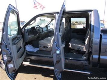 2006 Ford F-350 Super Duty XLT Crew Cab 4x4 - Photo 16 - Brighton, CO 80603