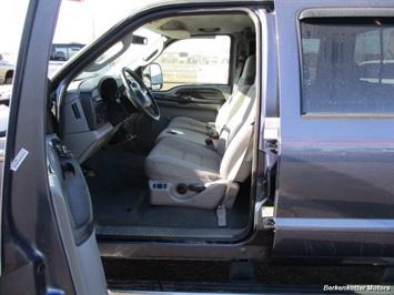 2006 Ford F-350 Super Duty XLT Crew Cab 4x4 - Photo 14 - Brighton, CO 80603