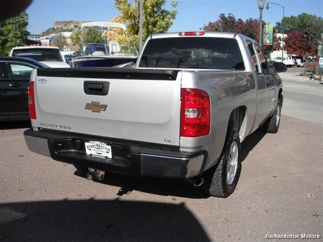 2007 Chevrolet Silverado 1500 Extended Cab 4x4 - Photo 9 - Brighton, CO 80603