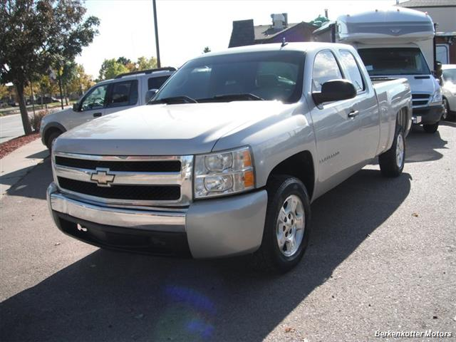 2007 Chevrolet Silverado 1500 Extended Cab 4x4 - Photo 3 - Brighton, CO 80603