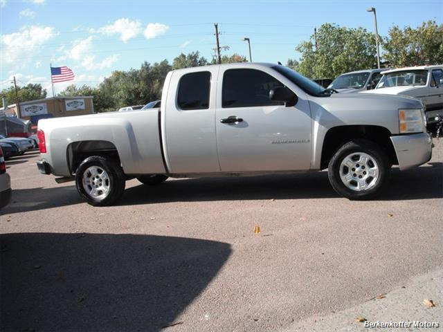 2007 Chevrolet Silverado 1500 Extended Cab 4x4 - Photo 11 - Brighton, CO 80603