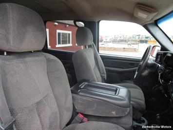 2007 Chevrolet Silverado 3500 Classic LS Crew Cab Utility Box 4x4 - Photo 15 - Castle Rock, CO 80104