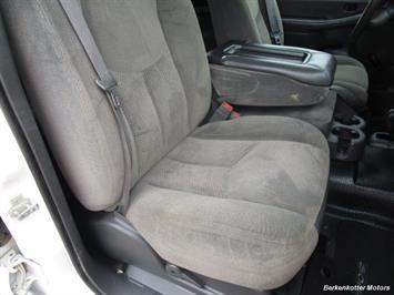 2007 Chevrolet Silverado 3500 Classic LS Crew Cab Utility Box 4x4 - Photo 14 - Castle Rock, CO 80104