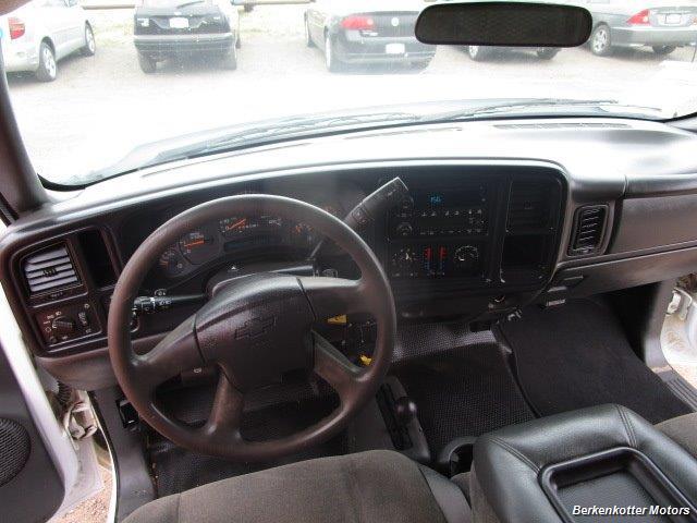 2007 Chevrolet Silverado 3500 Classic LS Crew Cab Utility Box 4x4 - Photo 24 - Castle Rock, CO 80104
