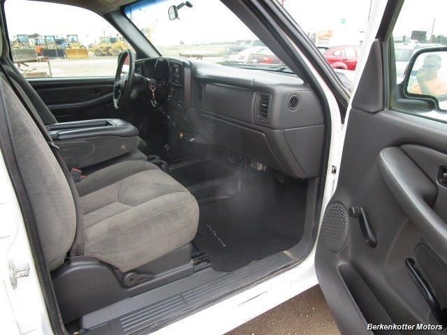 2007 Chevrolet Silverado 3500 Classic LS Crew Cab Utility Box 4x4 - Photo 9 - Castle Rock, CO 80104