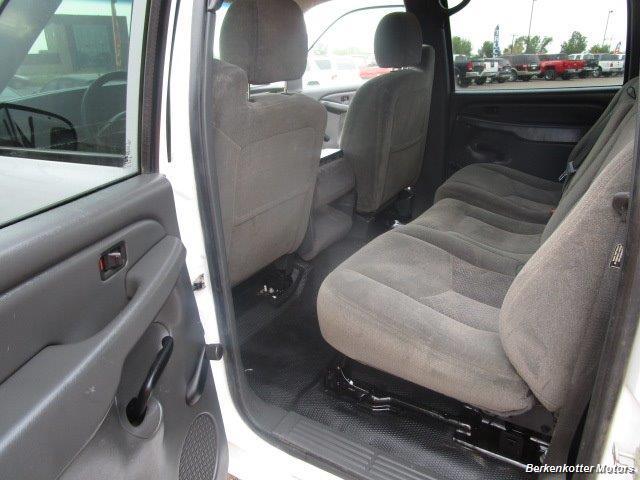 2007 Chevrolet Silverado 3500 Classic LS Crew Cab Utility Box 4x4 - Photo 18 - Castle Rock, CO 80104