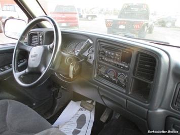 2001 GMC Sierra 1500 SLE Crew Cab 4x4 - Photo 19 - Brighton, CO 80603