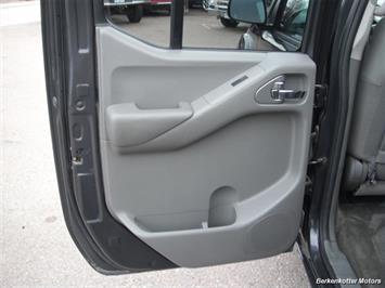 2010 Nissan Frontier SE Crew Cab 4x4 - Photo 16 - Brighton, CO 80603