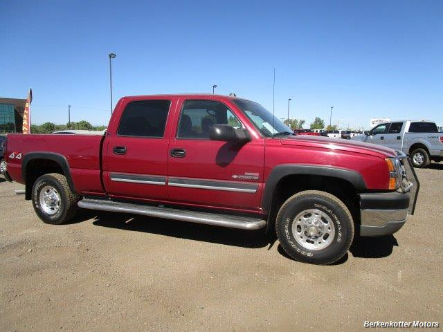 2004 Chevrolet Silverado 2500 LS Crew Cab 4x4 - Photo 2 - Castle Rock, CO 80104