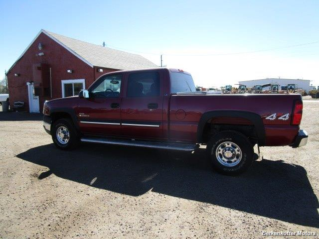 2004 Chevrolet Silverado 2500 LS Crew Cab 4x4 - Photo 9 - Castle Rock, CO 80104