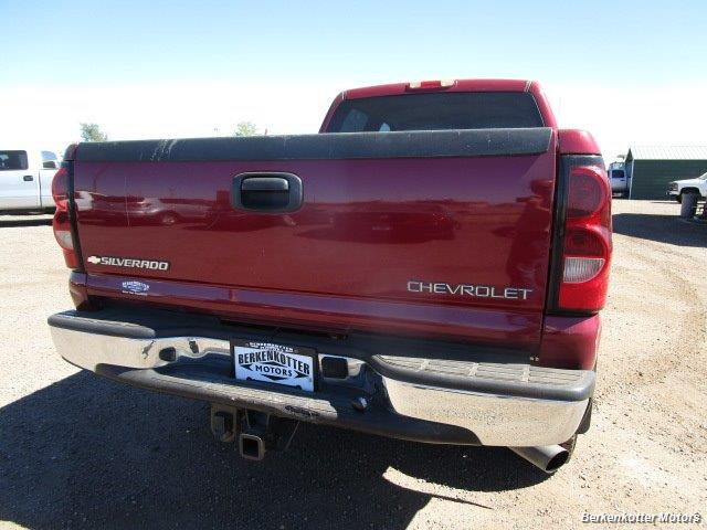 2004 Chevrolet Silverado 2500 LS Crew Cab 4x4 - Photo 6 - Castle Rock, CO 80104