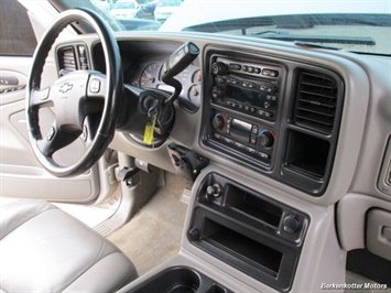 2007 Chevrolet Silverado 2500 LT Crew Cab 4x4 - Photo 7 - Parker, CO 80134