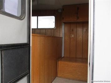 2002 CM Legacy 4 horse Weekender w/ Ac & heat - Photo 16 - Brighton, CO 80603