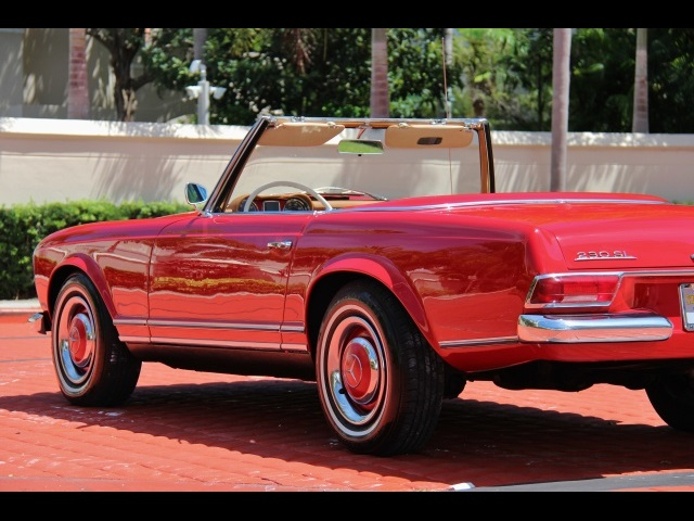 1966 Mercedes-Benz 230SL 230SL Pagoda - Photo 13 - North Miami, FL 33181