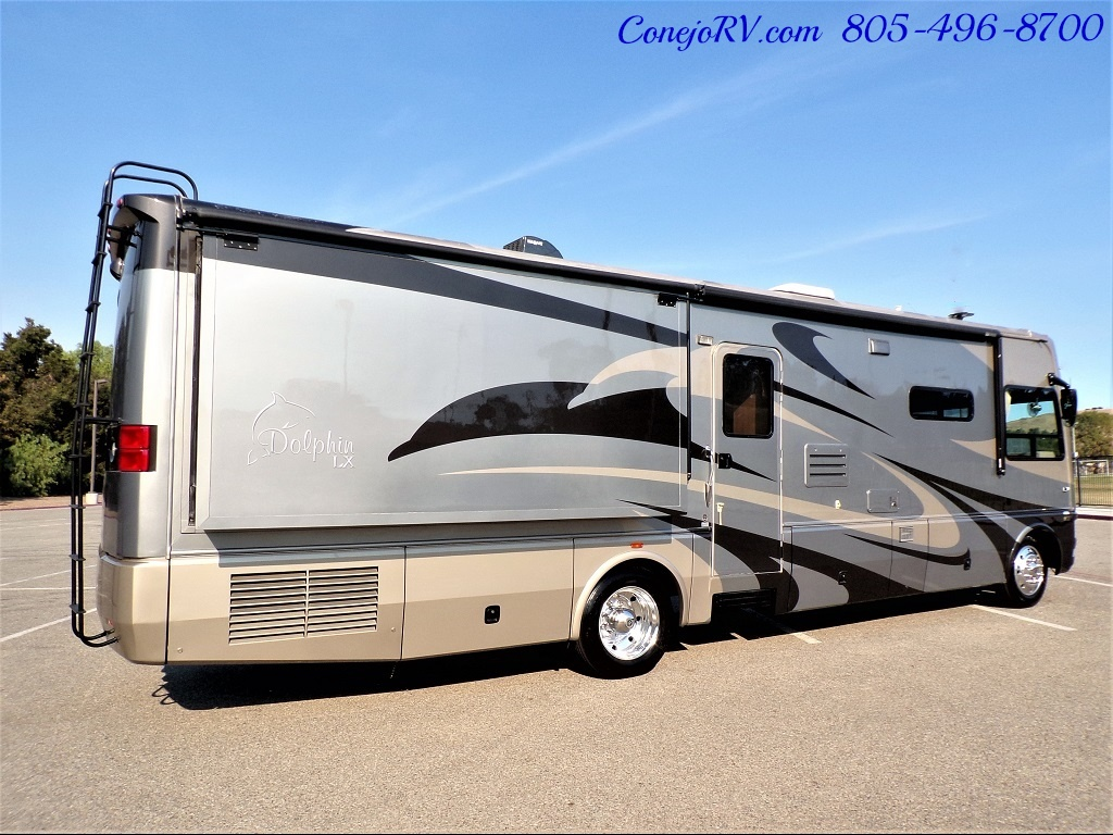 2007 National Dolphin LX 6367 Triple Slides - Photo 4 - Thousand Oaks, CA 91360