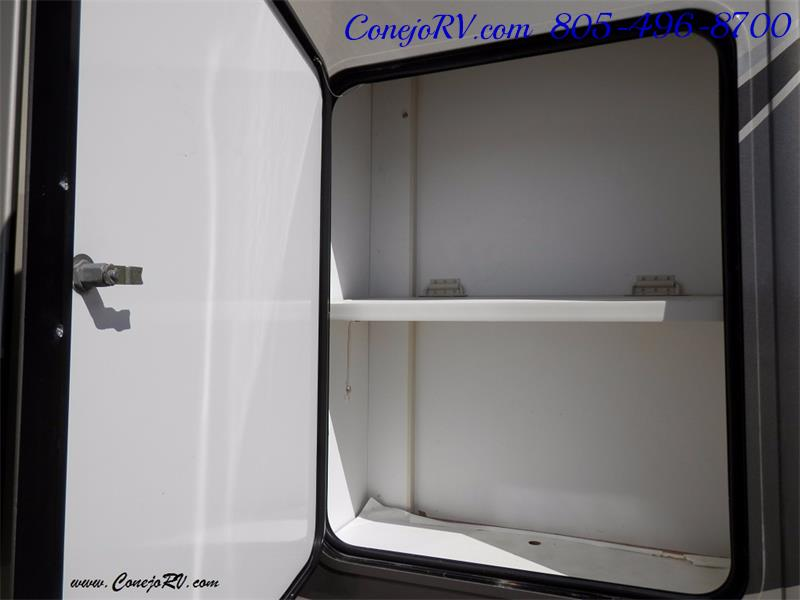 2010 Itasca Reyo 25R Full Wall Slide Full Body Paint Diesel - Photo 30 - Thousand Oaks, CA 91360