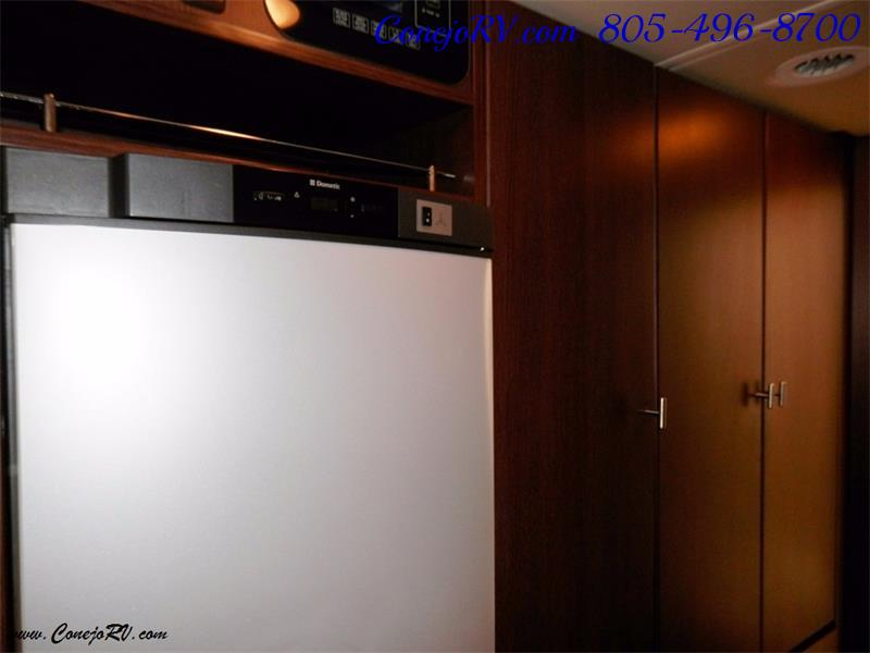 2010 Itasca Reyo 25R Full Wall Slide Full Body Paint Diesel - Photo 11 - Thousand Oaks, CA 91360