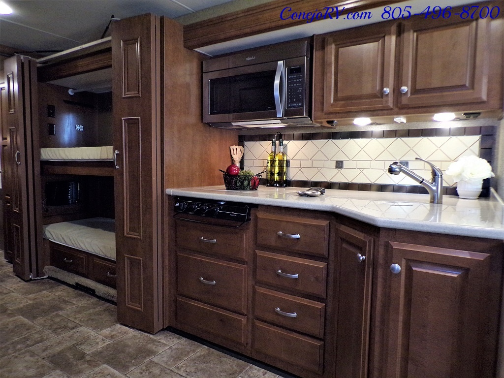 2014 Thor Palazzo 33.3 Double Slide Outs Bunkhouse Diesel - Photo 16 - Thousand Oaks, CA 91360