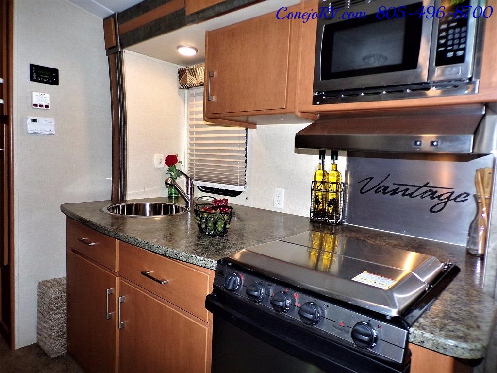 2013 Keystone Vantage 25RBS Travel Trailer - Photo 13 - Thousand Oaks, CA 91360