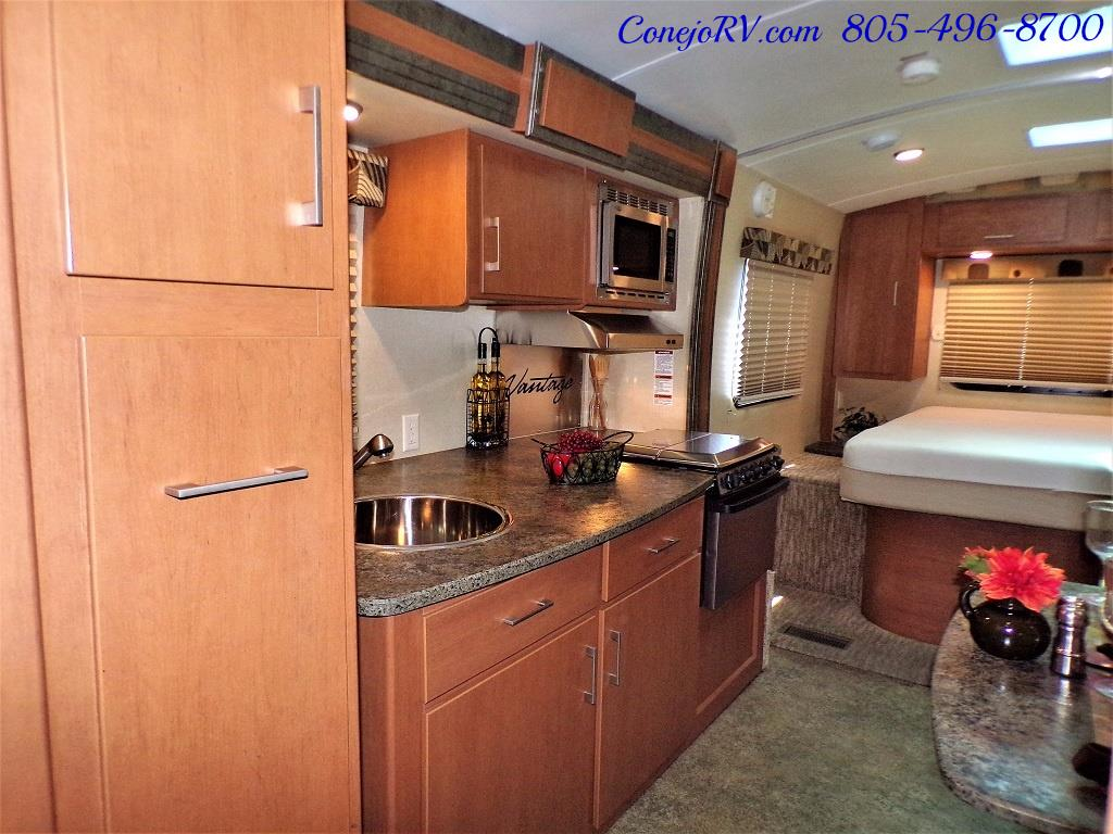2013 Keystone Vantage 25RBS Travel Trailer - Photo 6 - Thousand Oaks, CA 91360