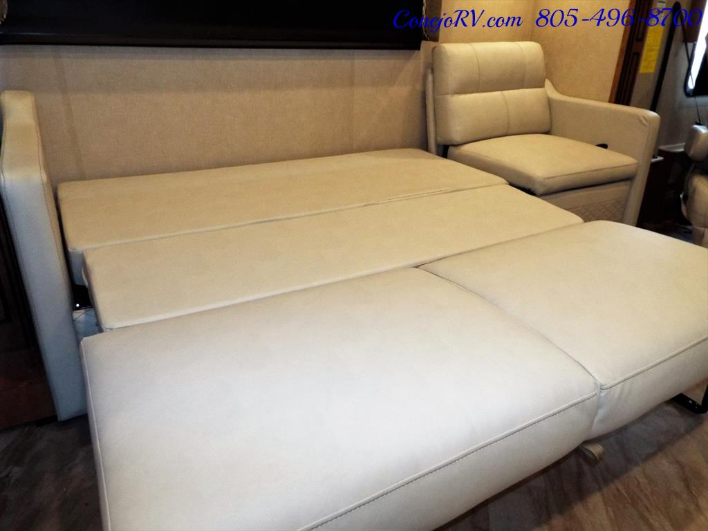 2017 Fleetwood Bounder LX 35P Quad Slide-Out Big Chassis King Bed - Photo 13 - Thousand Oaks, CA 91360