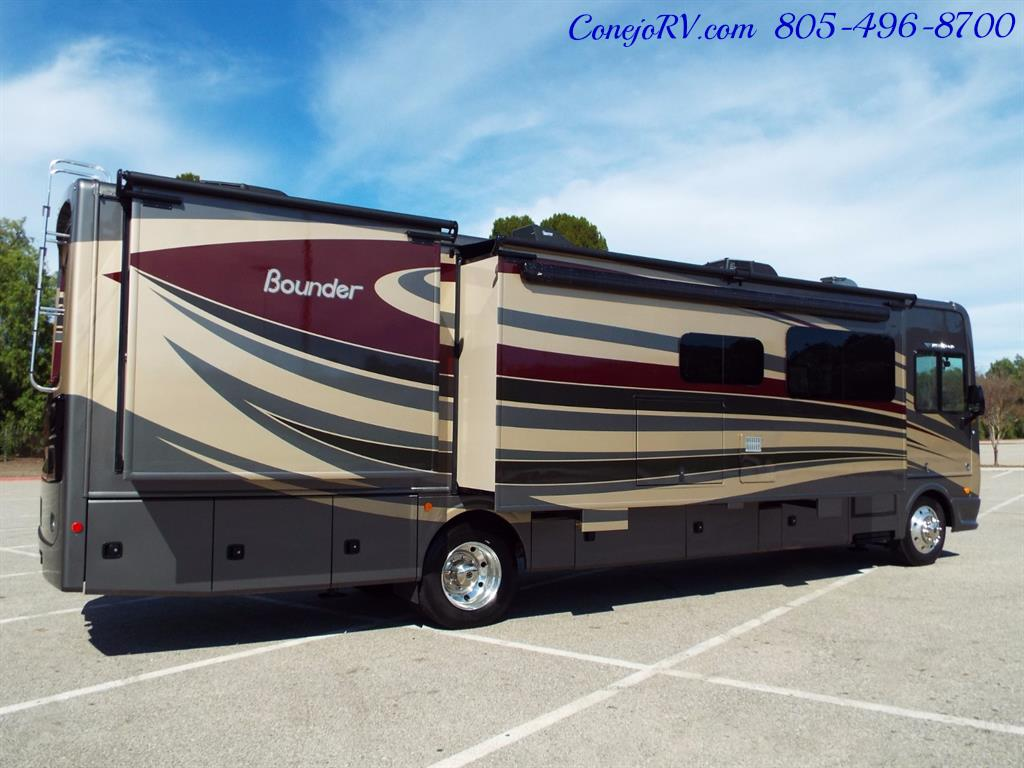 2017 Fleetwood Bounder LX 35P Quad Slide-Out Big Chassis King Bed - Photo 6 - Thousand Oaks, CA 91360