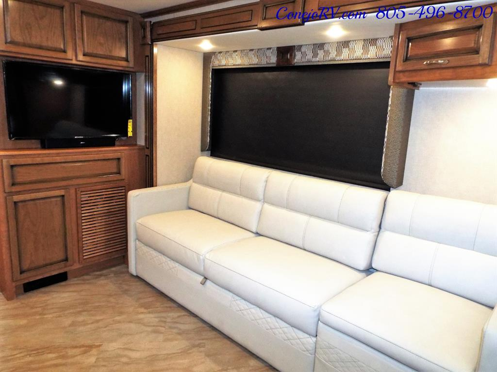 2017 Fleetwood Bounder LX 35P Quad Slide-Out Big Chassis King Bed - Photo 10 - Thousand Oaks, CA 91360
