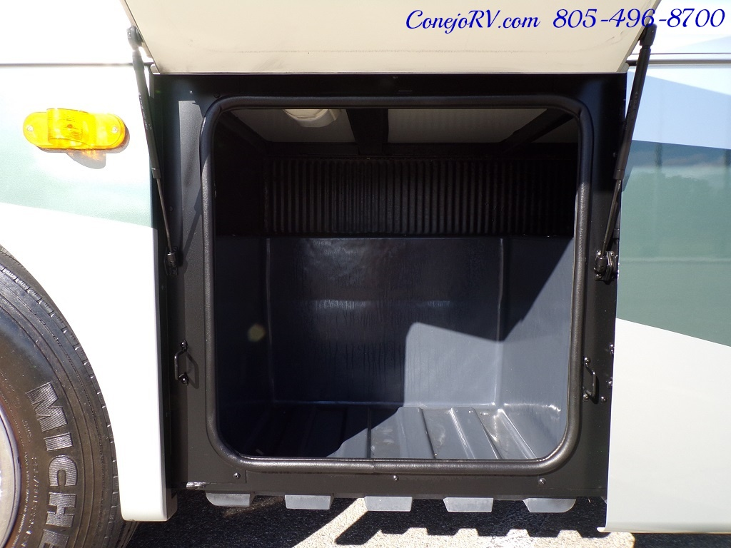 2004 Fleetwood Expedition 39Z Slide Out Turbo Diesel 26K Miles - Photo 32 - Thousand Oaks, CA 91360