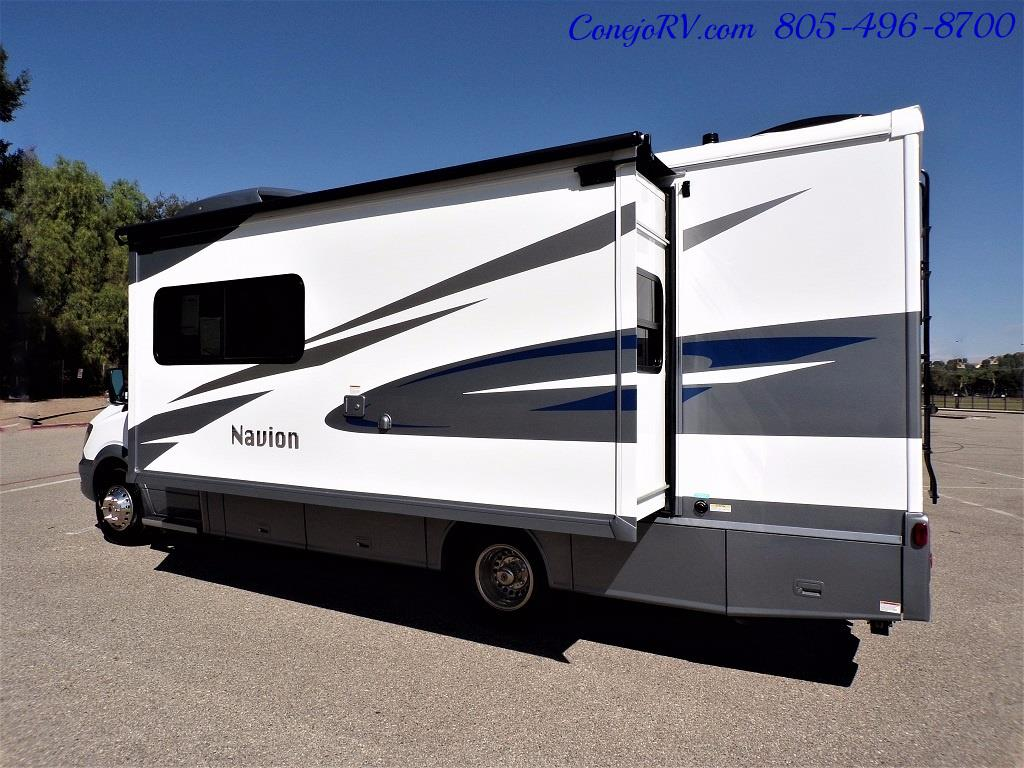 2018 Winnebago Navion 24D Full Wall Slide-Out Mercedes Turbo DSL - Photo 4 - Thousand Oaks, CA 91360