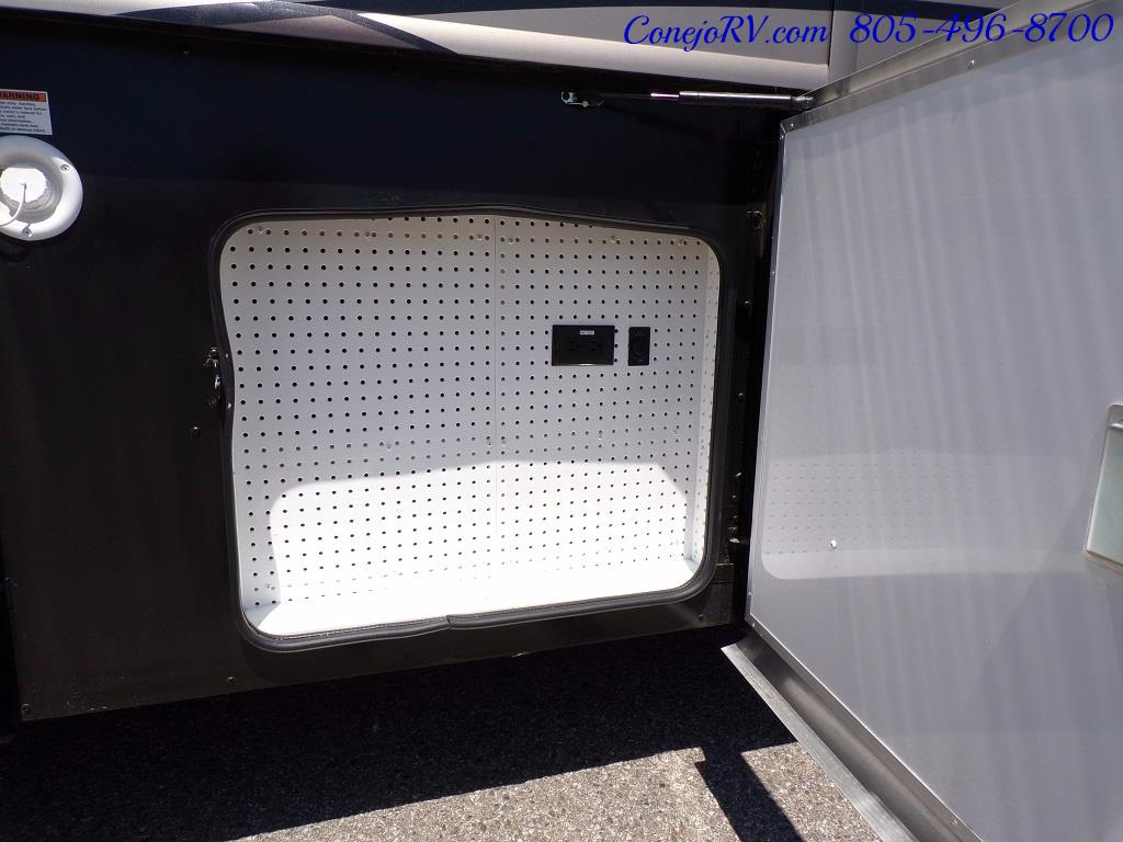2017 Fleetwood Discovery LXE 40D Bath and a Half King Bed 380hp - Photo 38 - Thousand Oaks, CA 91360
